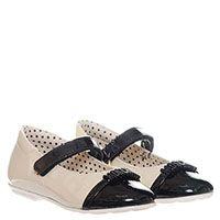 Белые туфли из лаковой кожи на ремешке с липучкой Moschino с буквами на черном носочке, фото