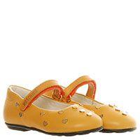 Кожаные туфли на липучках желтого цвета Moschino с декором из металлических сердечек, фото