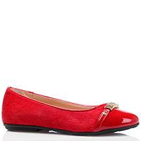 Балетки красного цвета Moschino с лаковым носочком, фото