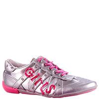 Кожаные кроссовки Primigi серебристого цвета с декоративной надписью, фото