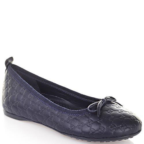 Кожаные туфли Gucci синего цвета с фирменным тиснением, фото