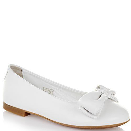 Туфли Dolce&Gabbana из мягкой кожи белого цвета декорированы большим бантом, фото