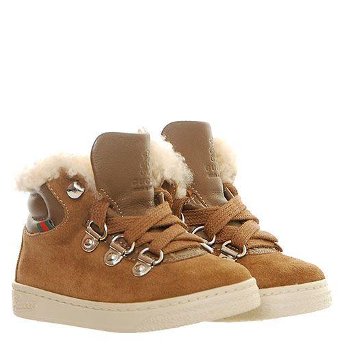 Высокие кроссовки из замши коричневого цвета на шнуровке Gucci декорированы мехом, фото