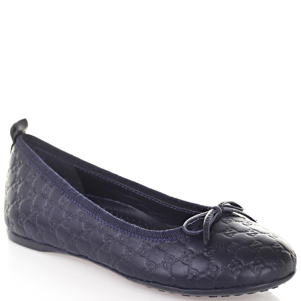 Кожаные туфли Gucci синего цвета с фирменным тиснением