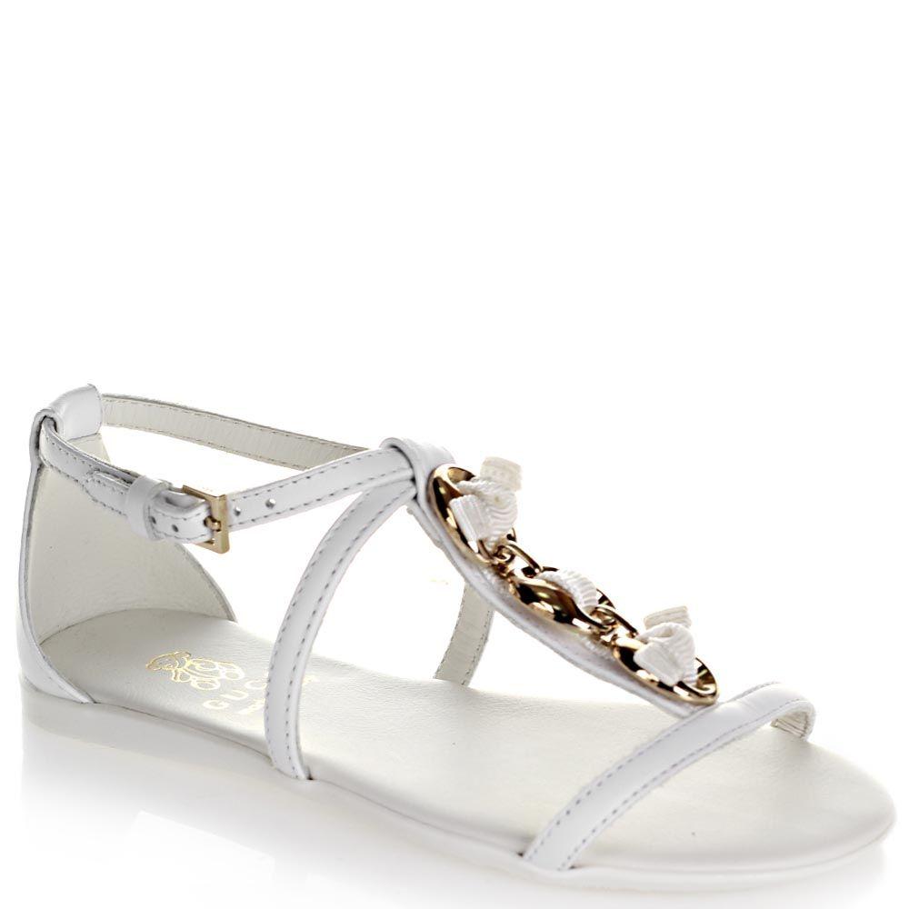 Босоножки кожаные Gucci белого цвета украшены золотистими кольцами с закрытой пяточкой