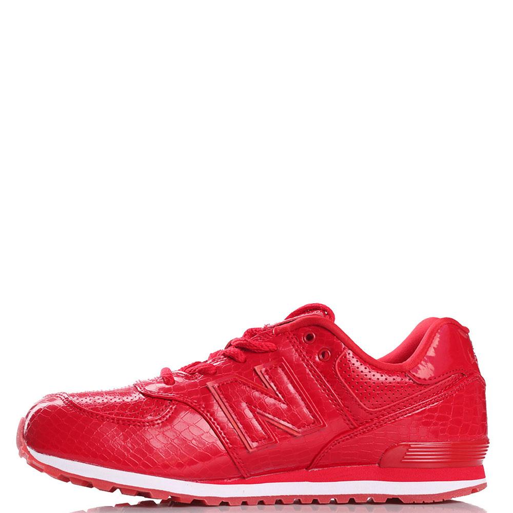 Кроссовки New Balance 574 красного цвета с элементами из тисненой кожи