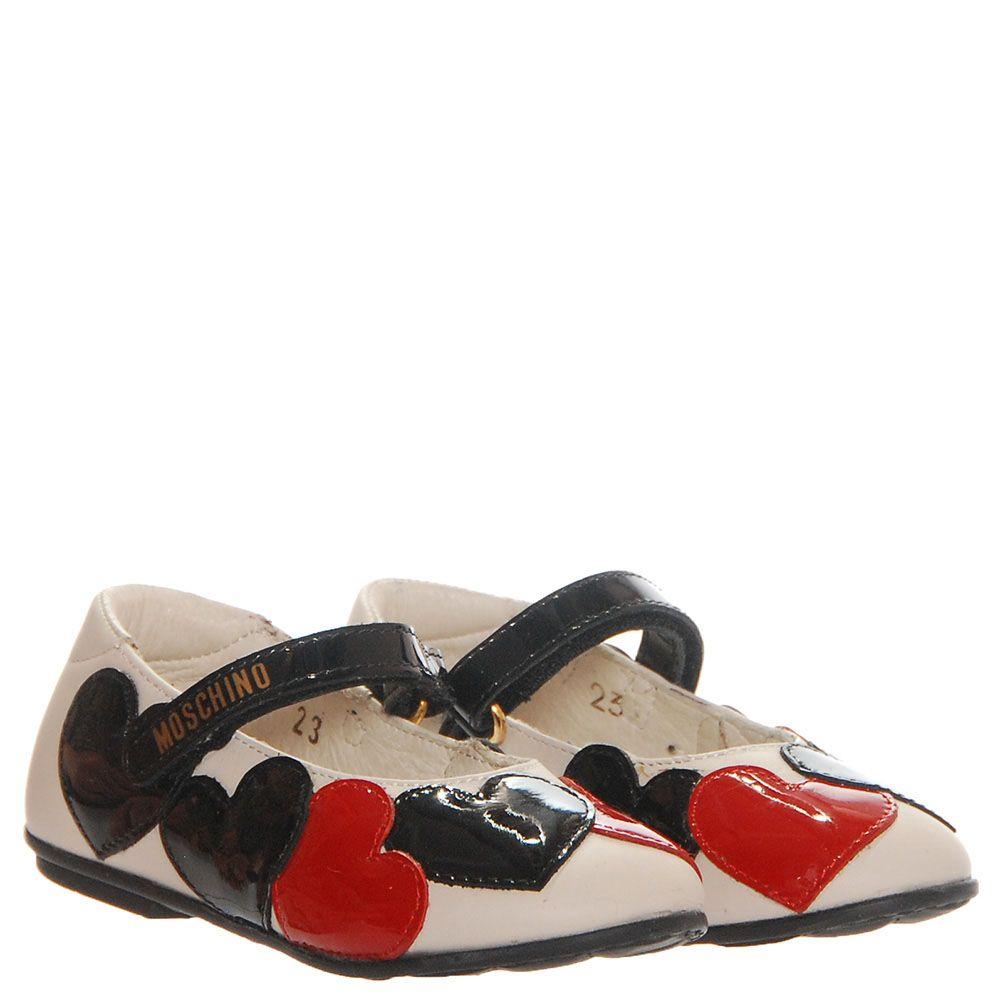 Туфли из лаковой кожи белого цвета с декором в виде сердец Moschino