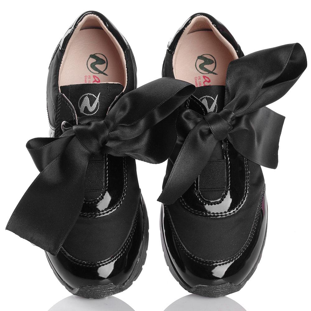 Лаковые кроссовки Naturino с черным бантом-лентой