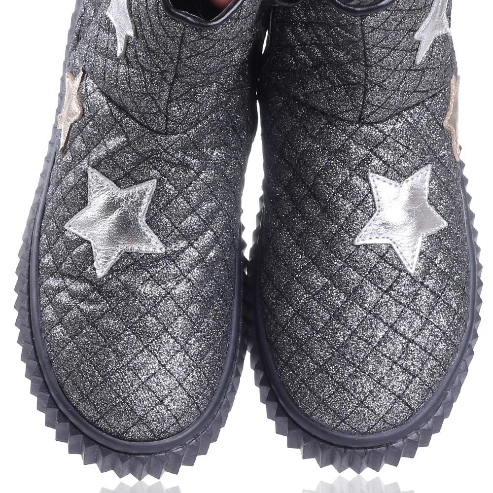 Серебристые ботинки Naturino с аппликацией в форме звезд