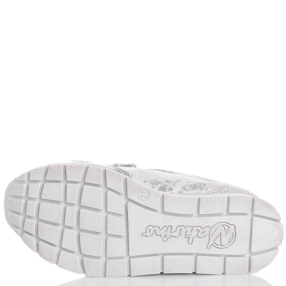 Серебристые кроссовки Naturino с декором-сердцами