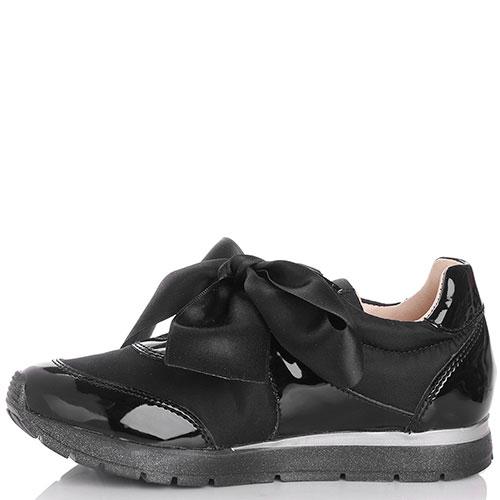 Лаковые кроссовки Naturino с черным бантом-лентой, фото