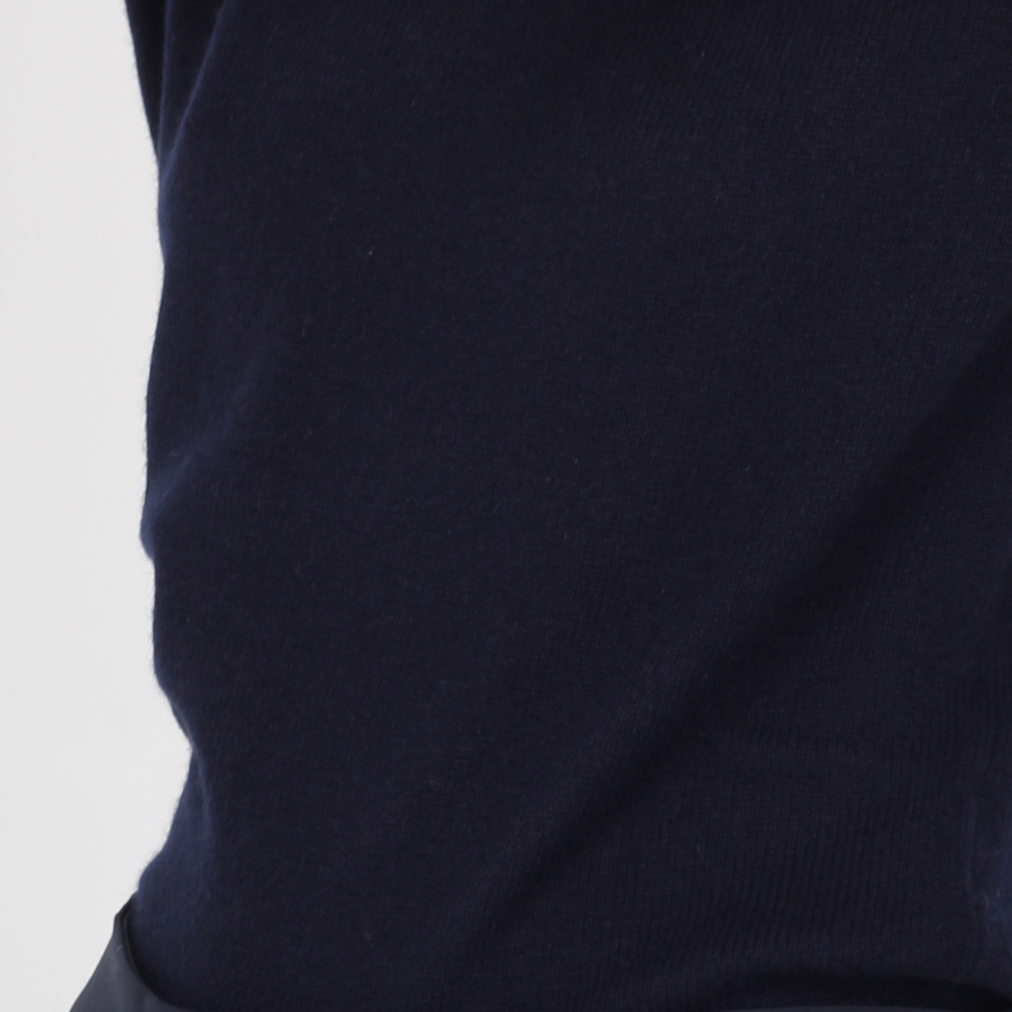 Кашемировый джемпер Emporio Armani с брендовой вышивкой
