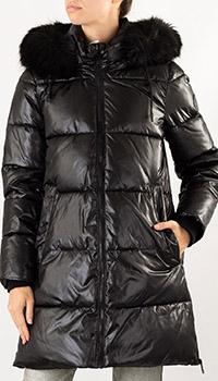 Пуховик DKNY черного цвета с мехом на капюшоне, фото