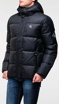 Черный пуховик Calvin Klein с фирменной нашивкой, фото