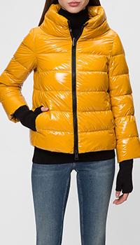 Лаковая куртка Herno желтого цвета, фото