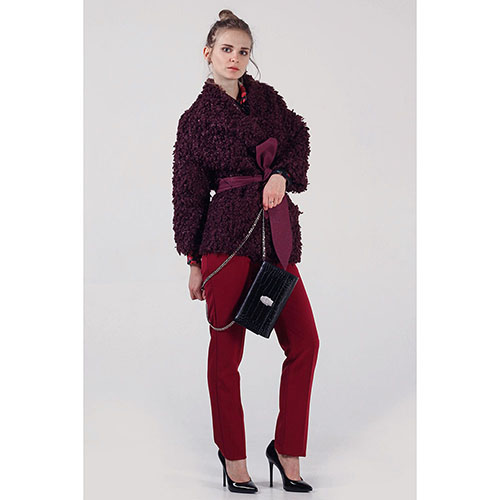 Короткое зимнее пальто The Body Wear из бордового эко-каракуля, фото
