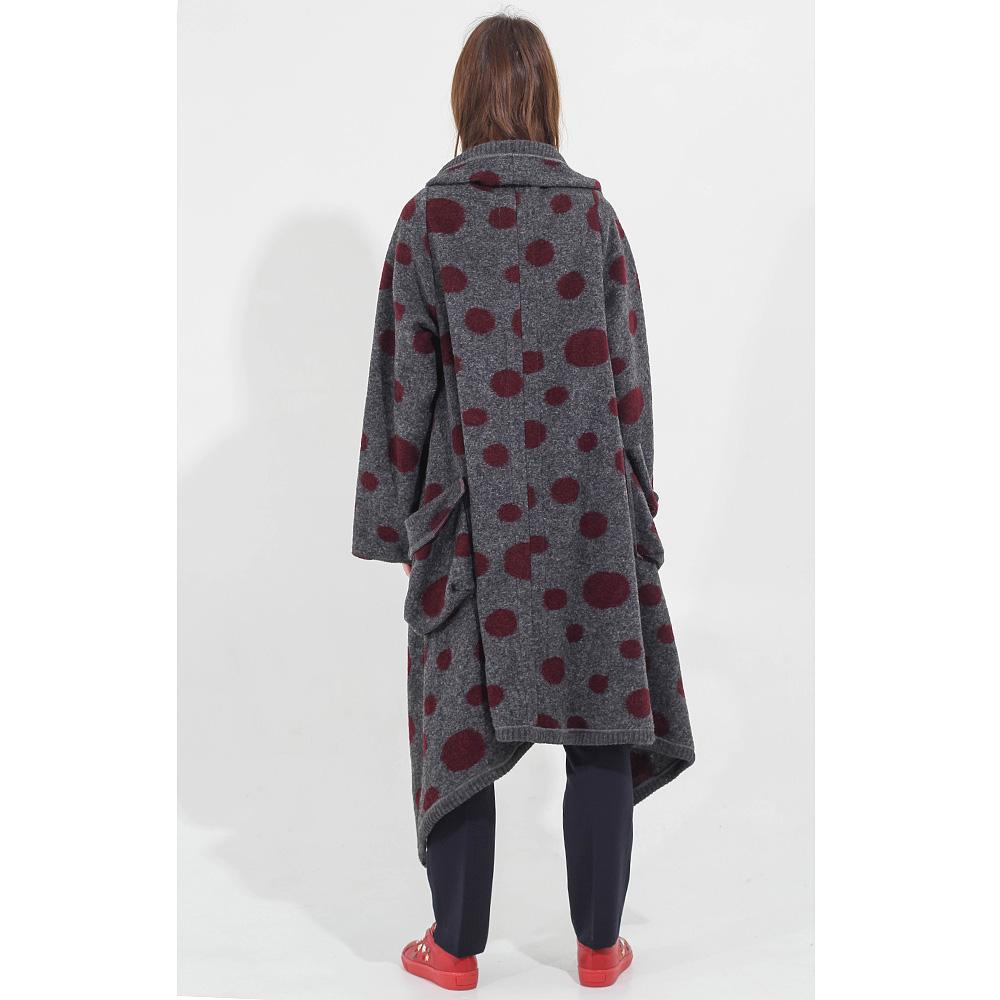 Серое пальто F&emme без застежки в бордовый горох