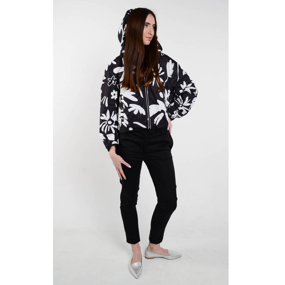 Ультралегкая куртка-ветровка Iceberg черного цвета с флористическим принтом