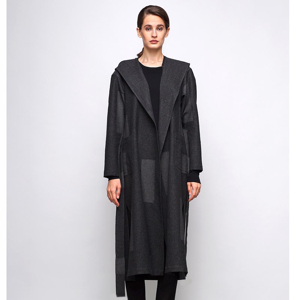 Длинное пальто под пояс Shako серого цвета с геометрическим принтом