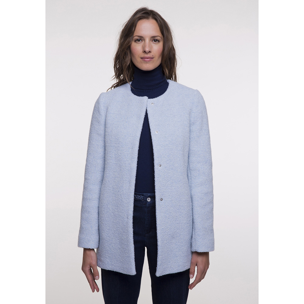 Короткое пальто Trench & Coat без воротника голубого цвета
