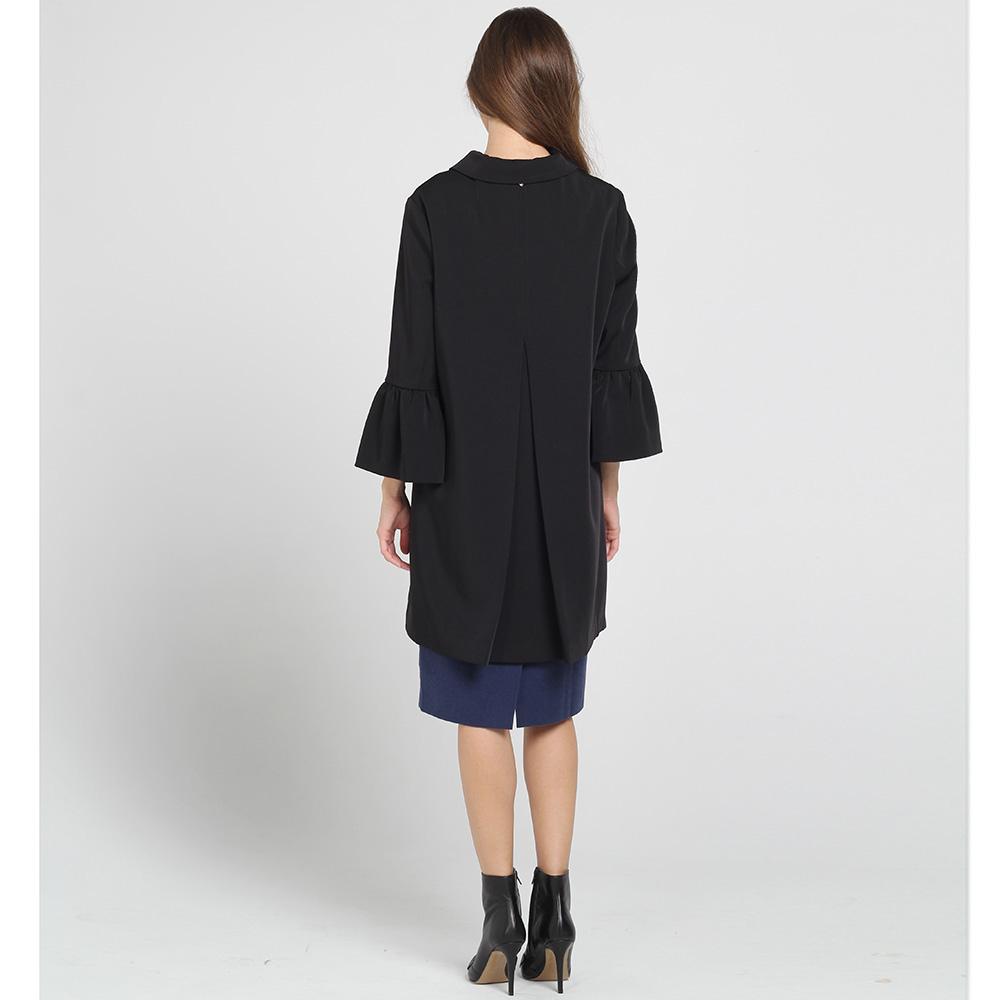 Черное пальто Blugirl Blumarine с воланами на рукавах