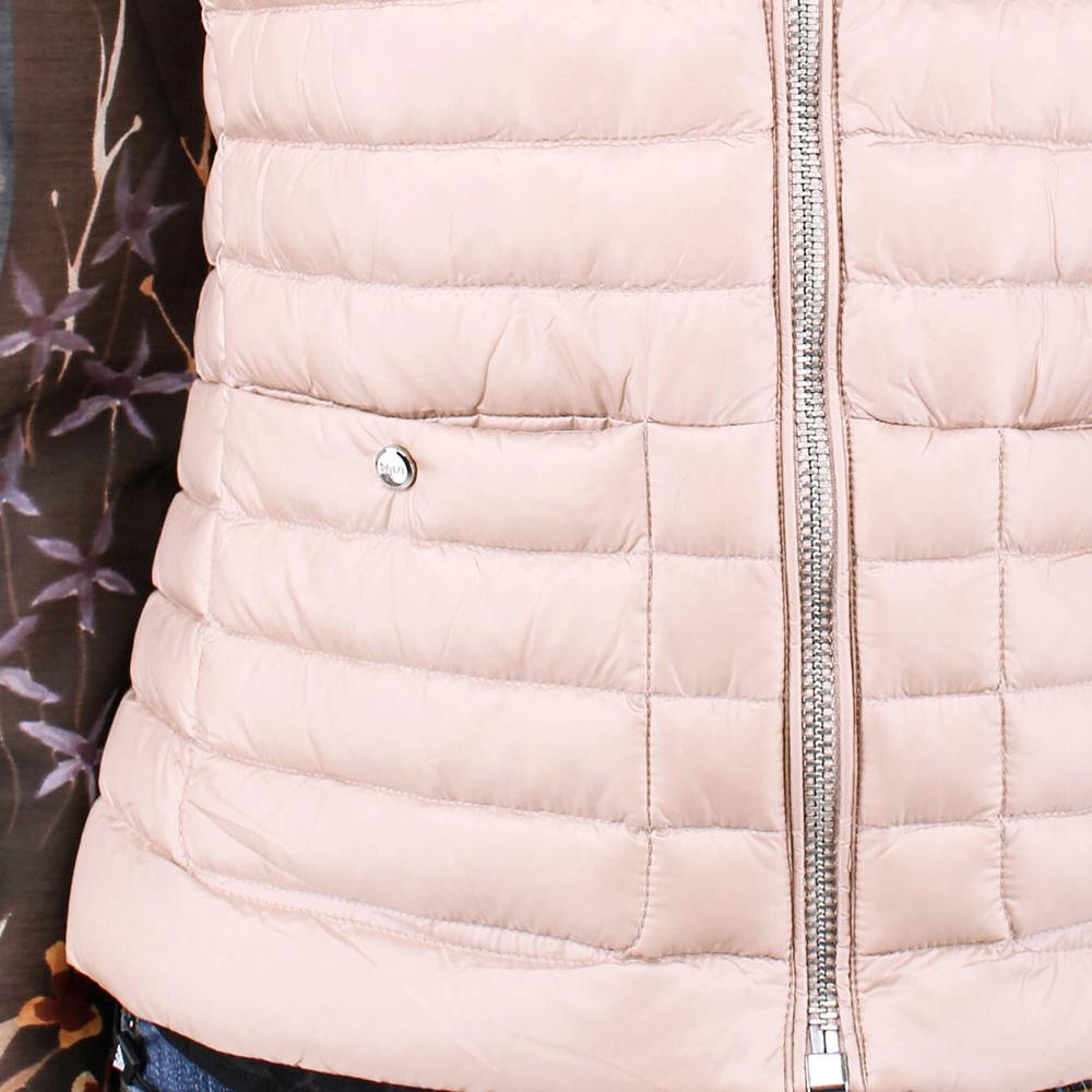 Пуховый жилет Polo Ralph Lauren бежевого цвета с горизонтальной стежкой
