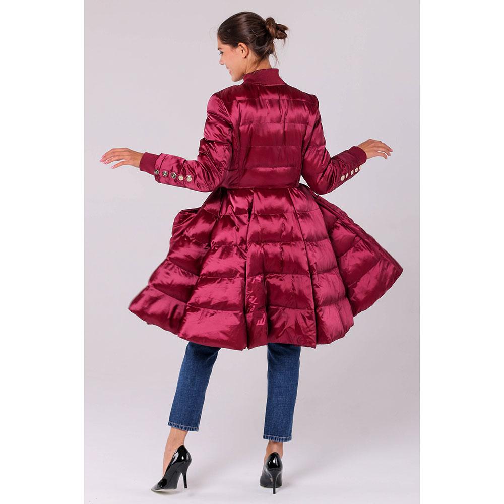 Пуховик Elisabetta Franchi бордового цвета с пышной юбкой