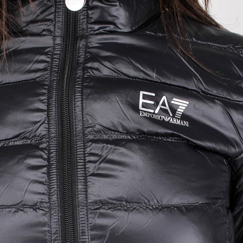 Легкая пуховая куртка Ea7 Emporio Armani черного цвета