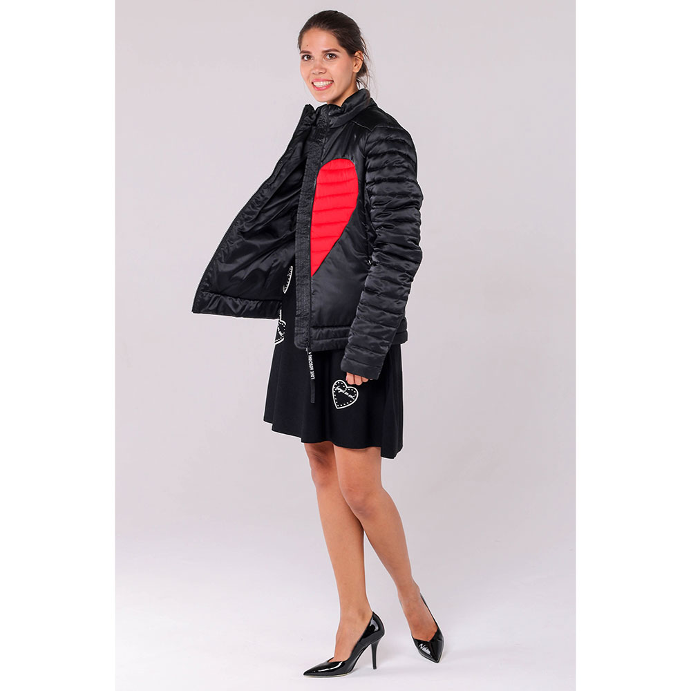 Черная куртка Love Moschino с красными вставками в виде сердца