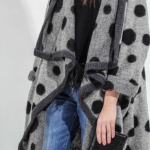 Серое пальто F&emme без застежки в черный горох, фото