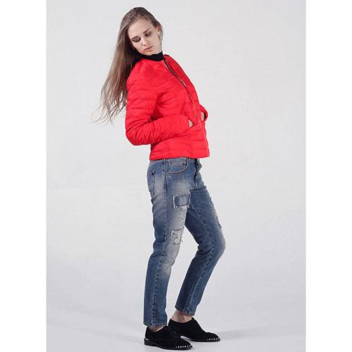 Короткая куртка Rinascimento красного цвета, фото