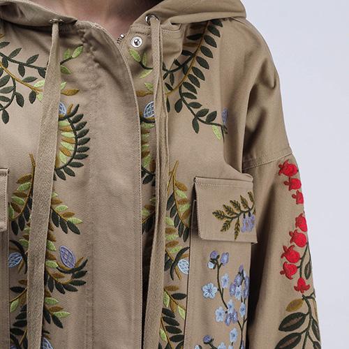 Коттоновый плащ с накладными карманами Red Valentino бежевый с флористической вышивкой, фото