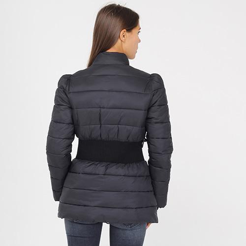Стеганая куртка Emporio Armani черного цвета с широким поясом, фото