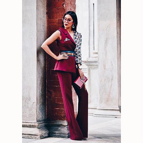 Асимметричный комбинезон Elisabetta Franchi бордового цвета, фото