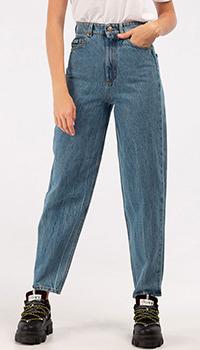 Джинсы-мом Versace Jeans Couture голубого цвета, фото