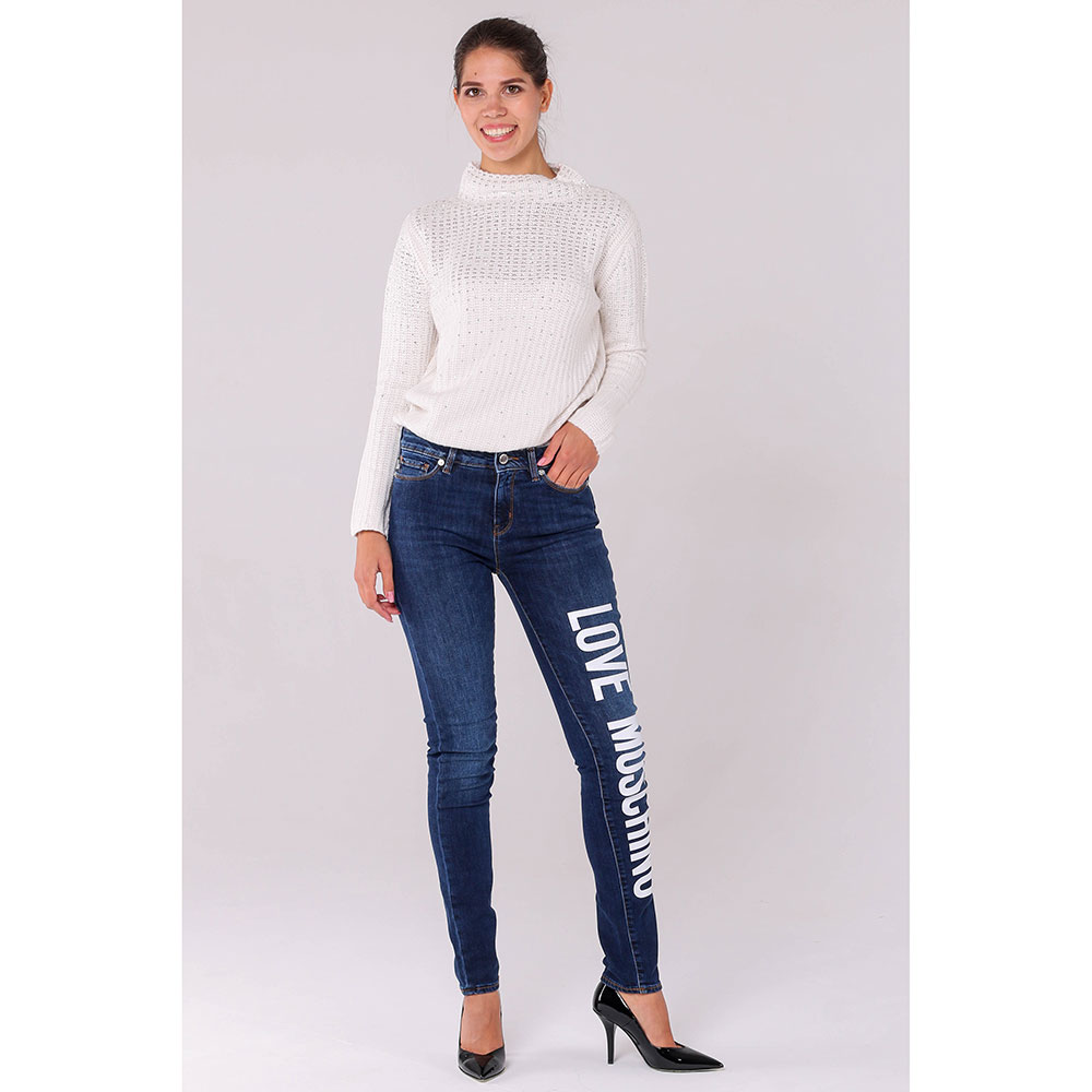 Синие джинсы Love Moschino с брендовой надписью