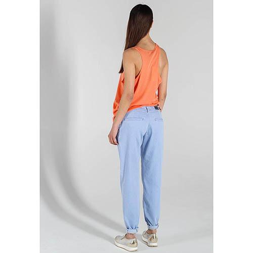 Летние джинсы-бойфренды Trussardi Jeans голубого цвета, фото
