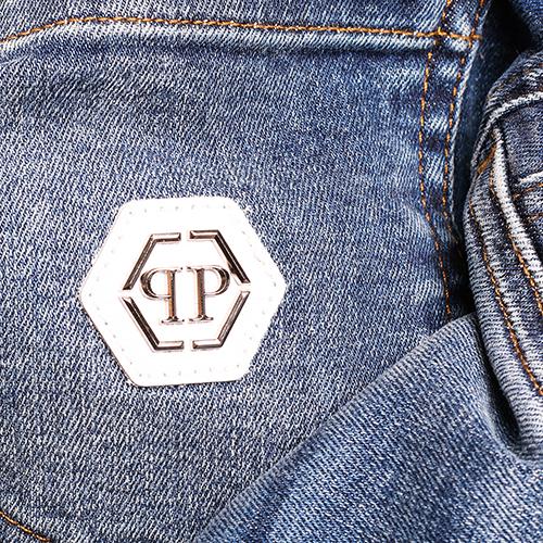 Потертые джинсы Philipp Plein синего цвета, фото