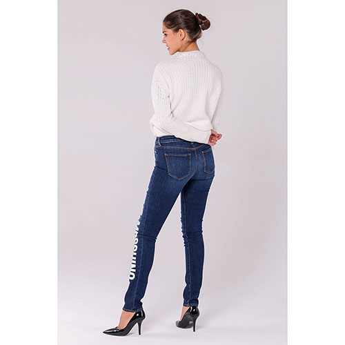 Синие джинсы Love Moschino с брендовой надписью, фото