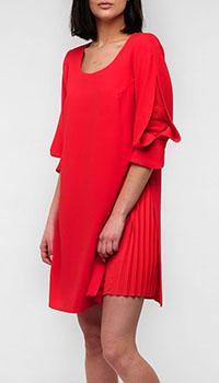 Красное платье Emporio Armani с пышными рукавами, фото