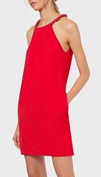Красное платье Emporio Armani с декором на воротнике, фото