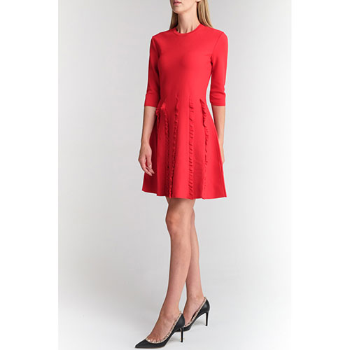 Красное платье Valentino с оборками, фото