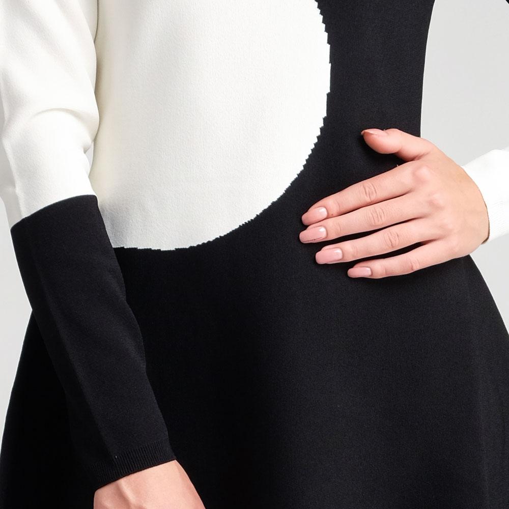 Черно-белое платье Valentino с длинным рукавом