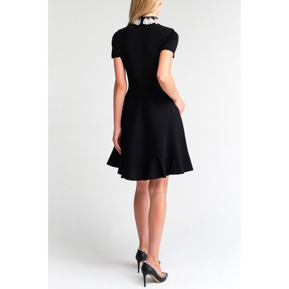 Черное платье Valentino с декором на воротнике