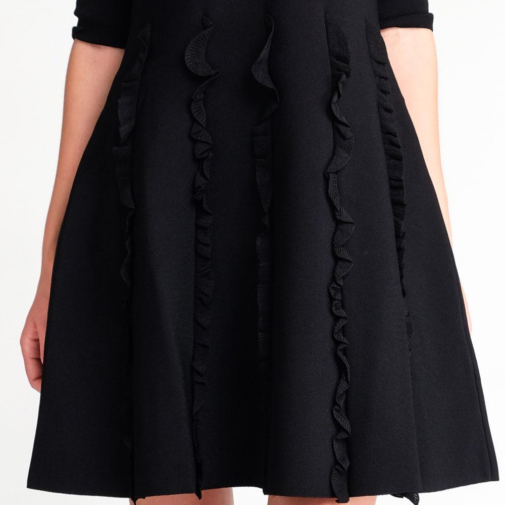 Приталенное платье Valentino черного цвета
