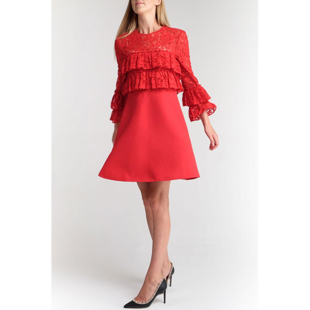 Красное платье Valentino с вставкой из ажурного кружева