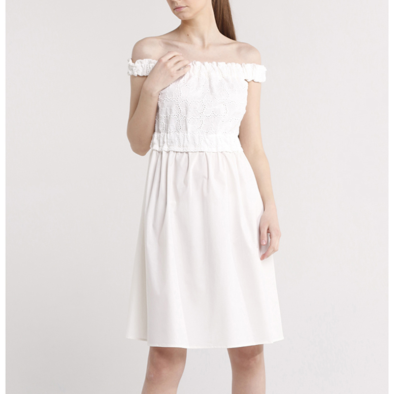 Белое платье Blugirl Blumarine с кружевной вставкой
