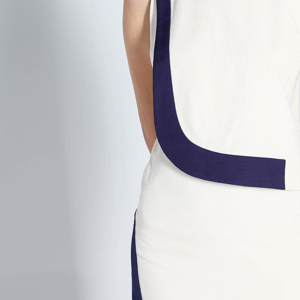 Белое асимметричное платье DVF с синими вставками