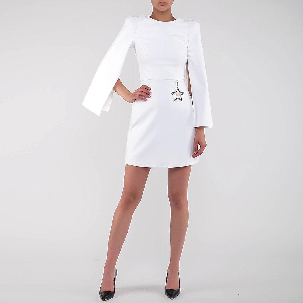 Белое платье Elisabetta Franchi с подвеской-звездой на талии
