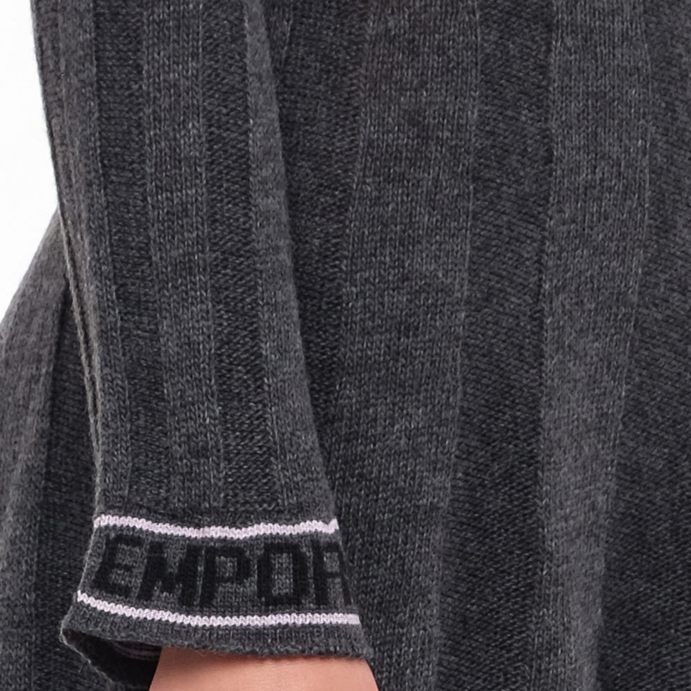Серое платье Emporio Armani с логотипом на рукавах